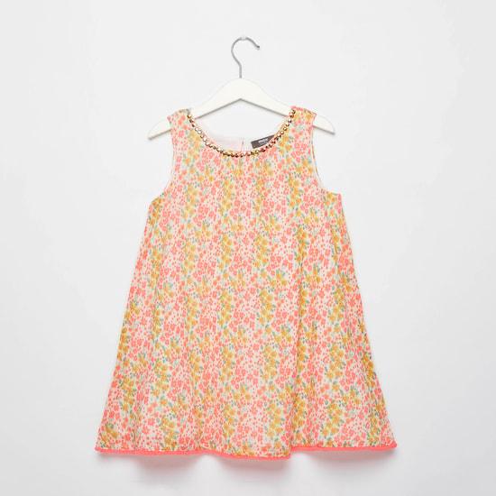 فستان بدون أكمام وطبعات مع تفاصيل ترتر