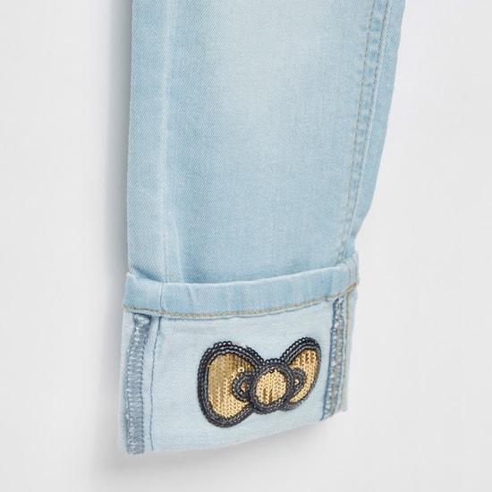 بنطلون جينز مطرز ومزخرف بسلسلة مفاتيح من هالو كيتي