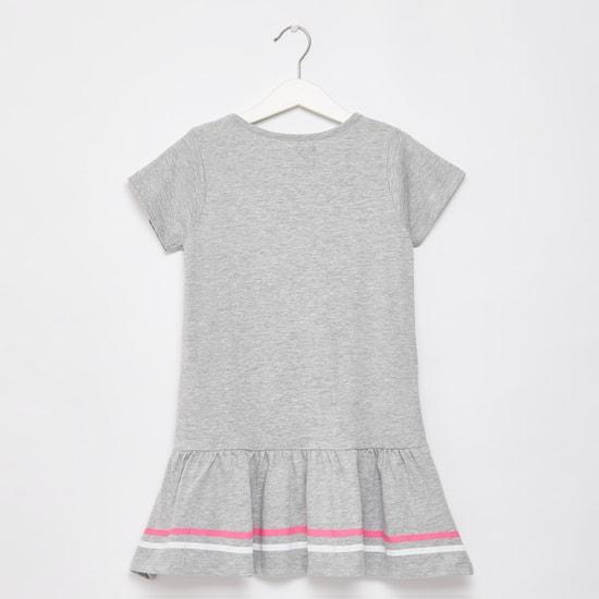 فستان بطول الركبة بياقة مستديرة وطبعات هوجورتس جرافيكيّة