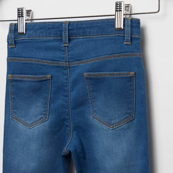بنطلون جينز مزين بزر إغلاق وجيوب