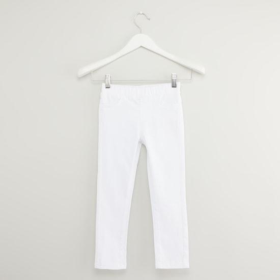 بنطلون جينز سادة بخصر مطّاطي وتفاصيل جيوب