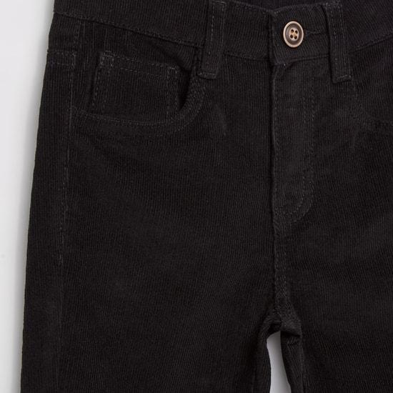 بنطلون جينز بارز الملمس بخمسة جيوب و زر إغلاق