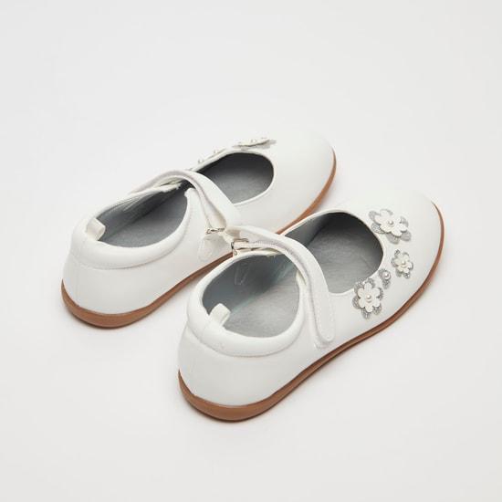 حذاء ماري جين بزخارف زهرة وشريط إغلاق لاصق