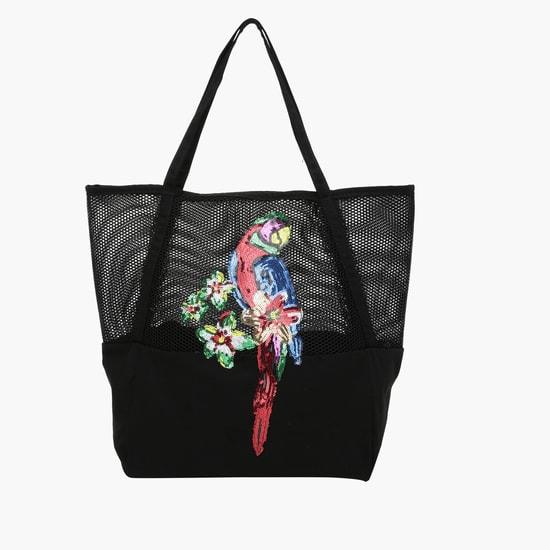 حقيبة توت من الخيوط المتشابكة بتصميم ترتر