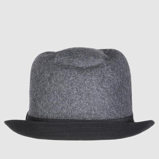 قبعة بتصميم بارز الملمس