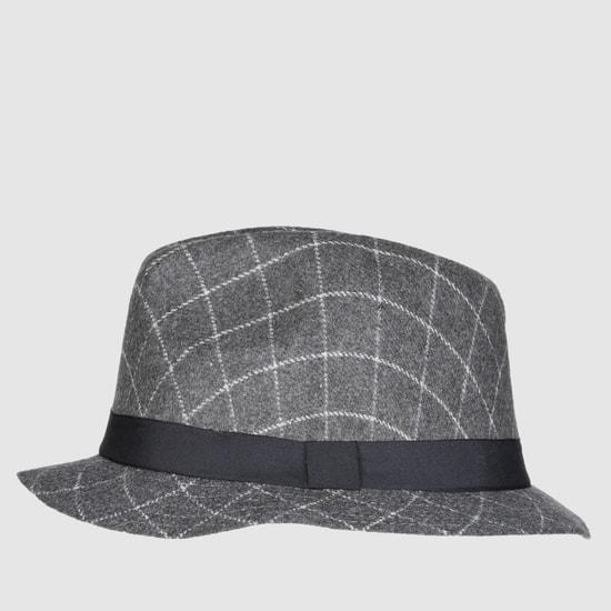 قبعة بنقش كاروهات