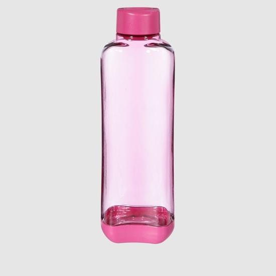 زجاجة مياه مع غطاء