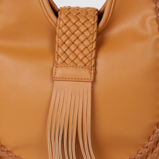 حقيبة يد هوبو مع تفاصيل بشكل ضفائر