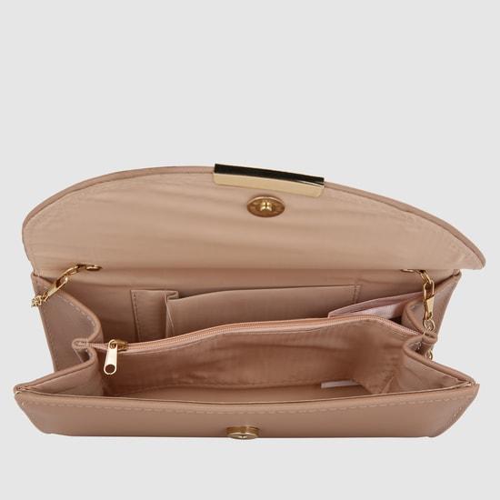 حقيبة كلاتش بارزة الملمس بسلسلة طويلة