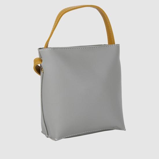 حقيبة يد بارزة الملمس بمقبض