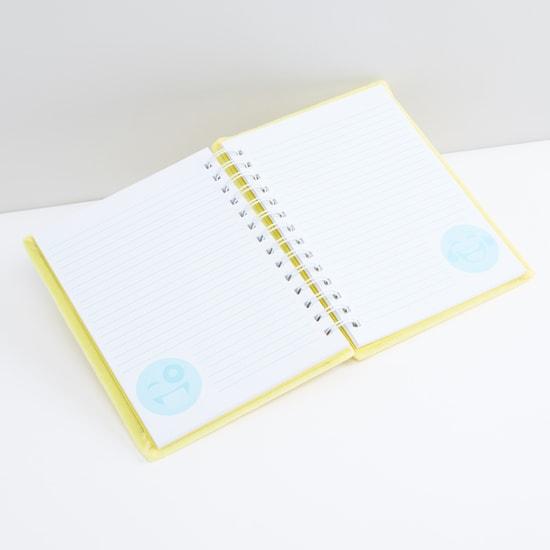 دفتر مذكرات بحجم A5 وتفاصيل ترتر وسلك حلزوني