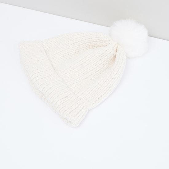 قبعة بيني مزيّنة بكرات بوم بوم - طقم من 3 قطع