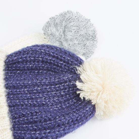 قبعة بيني مزيّنة بكرات بوم بوم - طقم من قطعتين