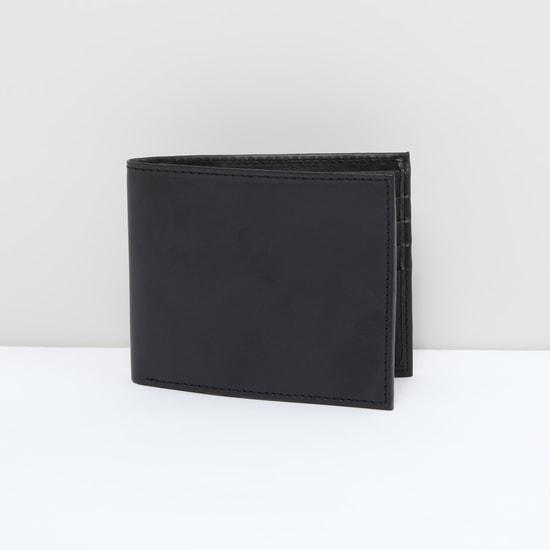 محفظة بطيّة مزدوجة وفتحات متعددة للبطاقات