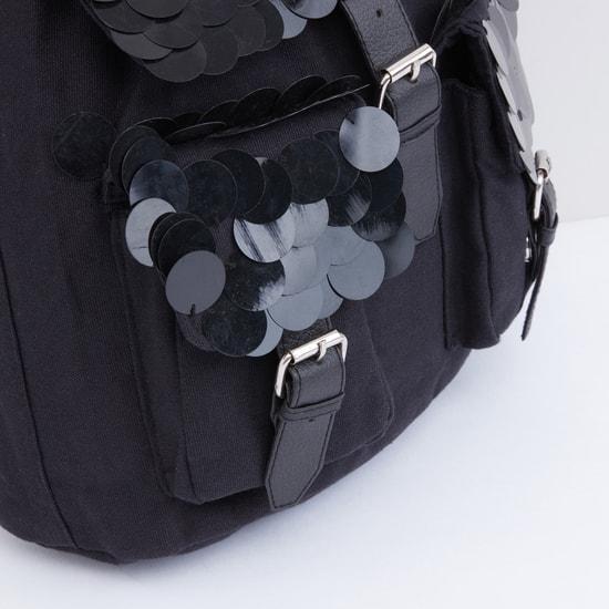 حقيبة ظهر مزيّنة بطيّة وحمّالات كتف قابلة للتعديل
