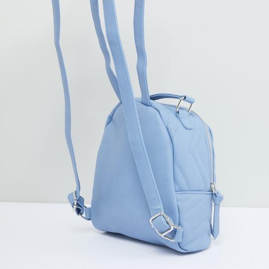 حقيبة ظهر بسحّاب إغلاق وحمّالات قابلة للتعديل