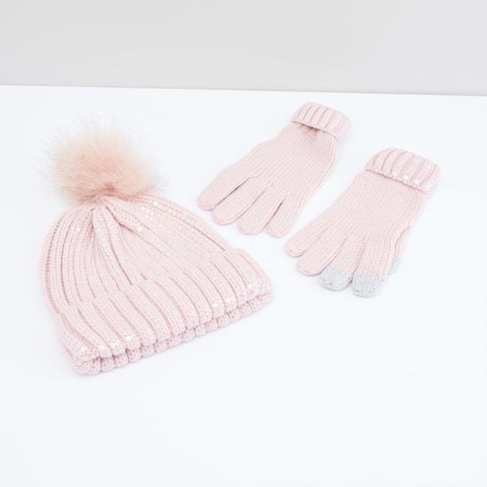 قبعة بتفاصيل ترتر مع قفازات