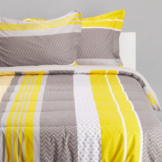Printed King Size Comforter Set with Two Pillow Cases - 230x220 cms