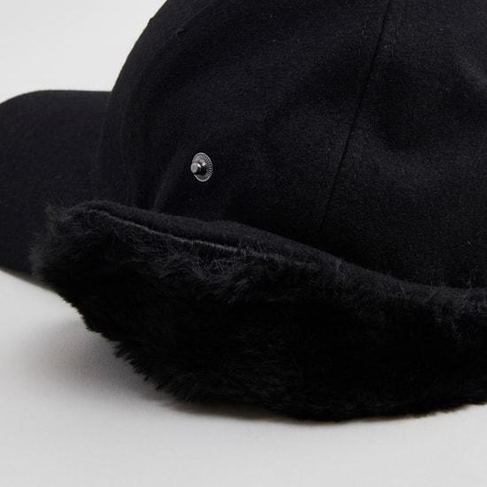 قبعة بارزة الملمس بتفاصيل ناعمة