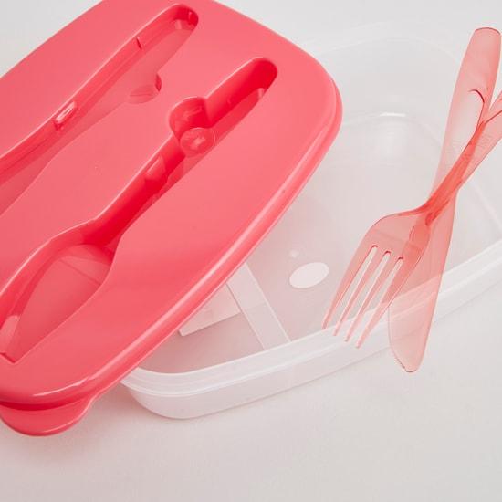 صندوق غداء مع أدوات الماذدة