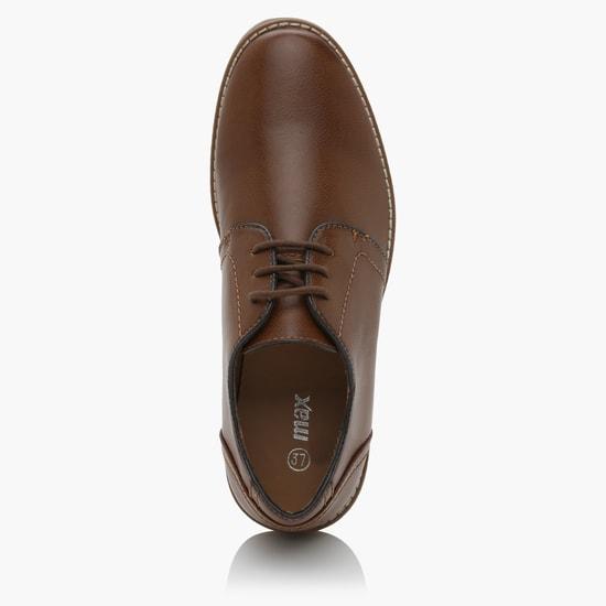 حذاء برباط