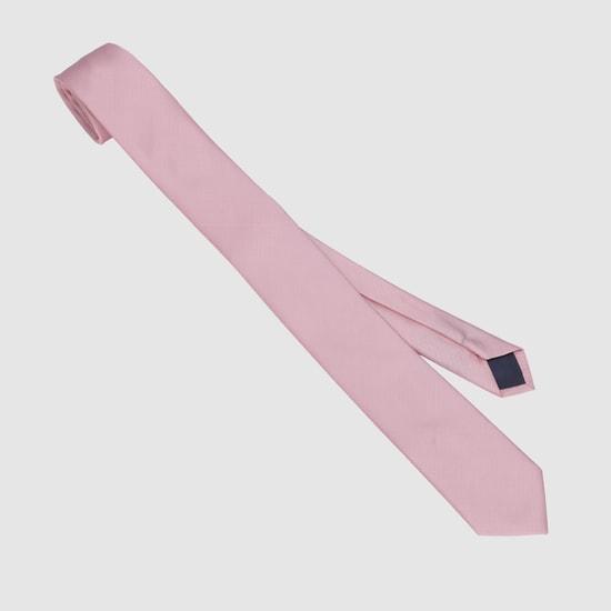 ربطة عنق رفيعة بارزة الملمس