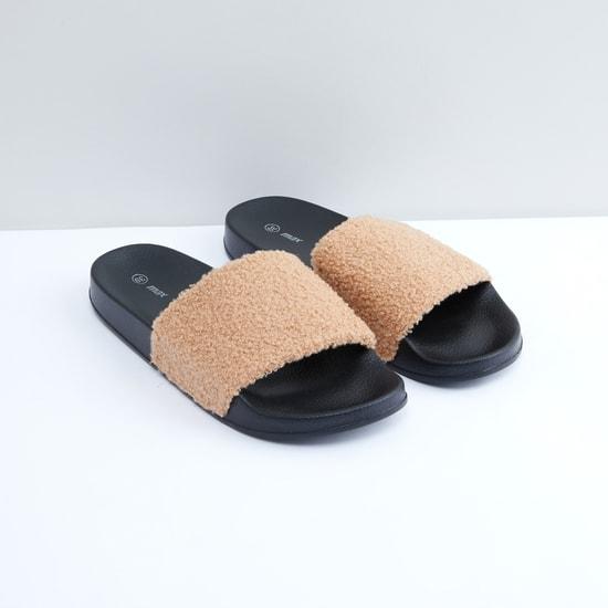 حذاء خفيف قطيفة