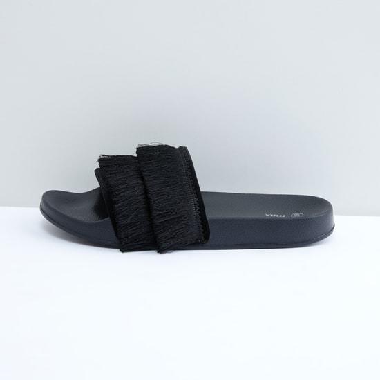حذاء خفيف بشرّابات