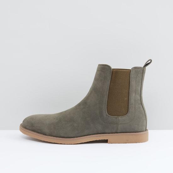 حذاء طويل سهل الارتداء بأطراف مطاطية