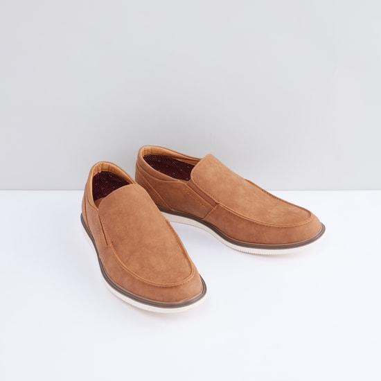 حذاء سهل الارتداء بأطراف مطّاطية