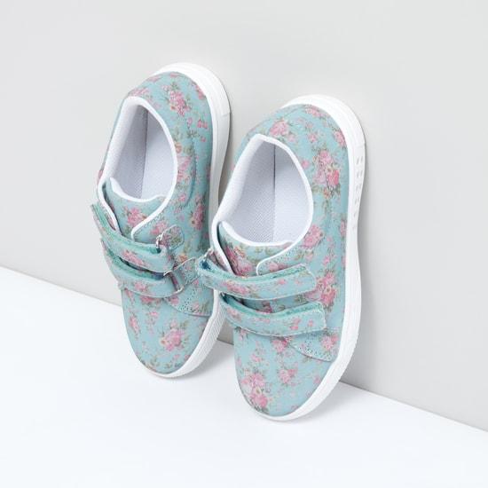حذاء بشريط إغلاق وطبعات زهرية