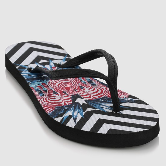 Printed Flip-Flops with Textured Straps