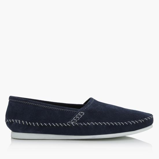 حذاء سهل الارتداء مزين بدرزات