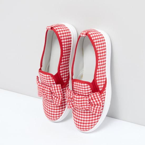 حذاء كاروهات سهل الارتداء بأطراف مطّاطية وفيونكة