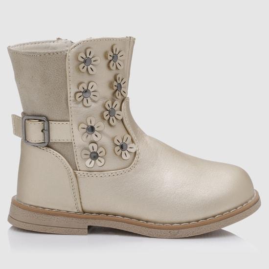 حذاء طويل بارز الملمس مزخرف بالورود