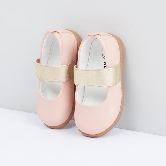 حذاء سهل الارتداء بشريطة جليتر