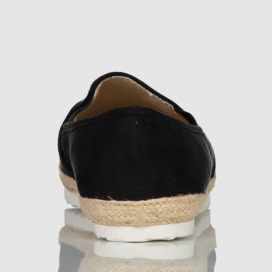 حذاء سهل الارتداء بارز الملمس بأطراف مرنة مطّاطية