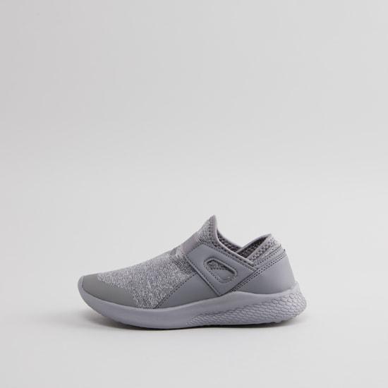 حذاء رياضي بارز الملمس بشريط مطاطي