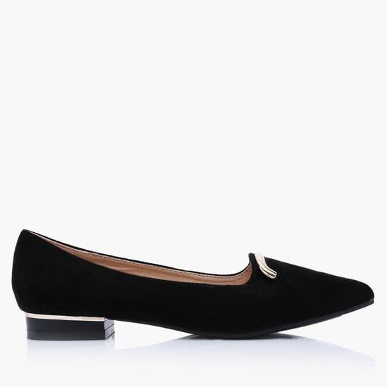 حذاء باليرينا سهل الارتداء ومزيّن بالأحجار