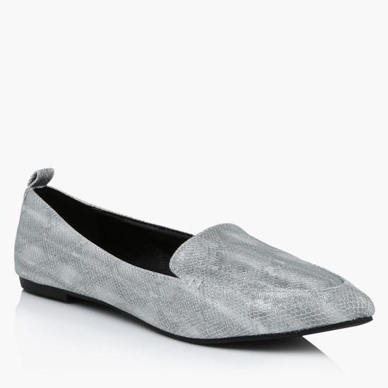 حذاء سهل الارتداء بتصميم بارز الملمس