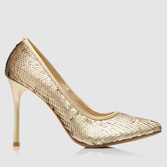 حذاء بكعب عالي مزيّن بالترتر