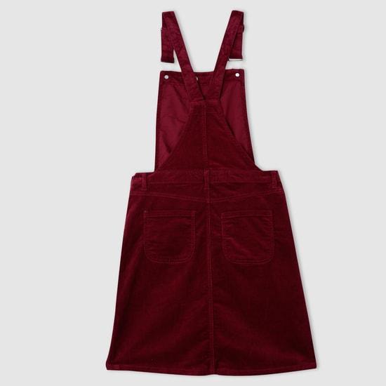 فستان دنغري بارز الملمس بحمالات كتف قابلة للتعديل
