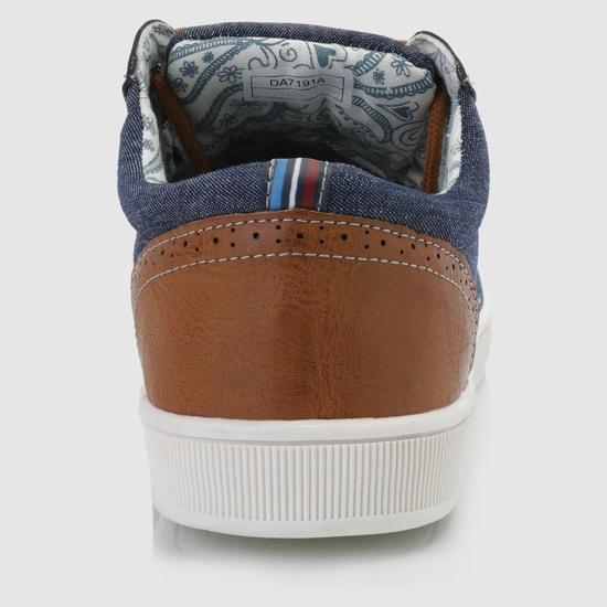 حذاء سنيكرز بربّاط لإحكام الغلق