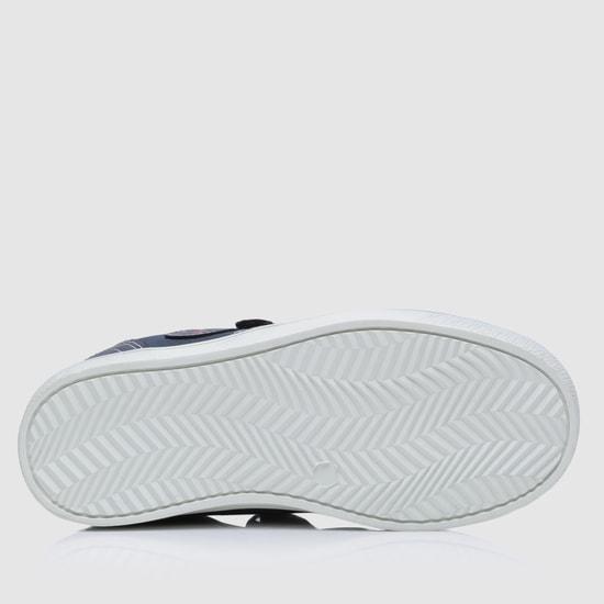 حذاء سنيكرز بارز الملمس بشريط لاصق للإغلاق