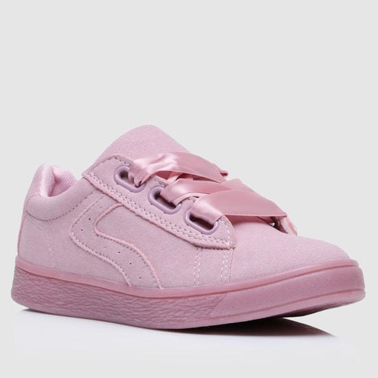 حذاء سنيكرز سهل الارتداء بتصميم بارز الملمس