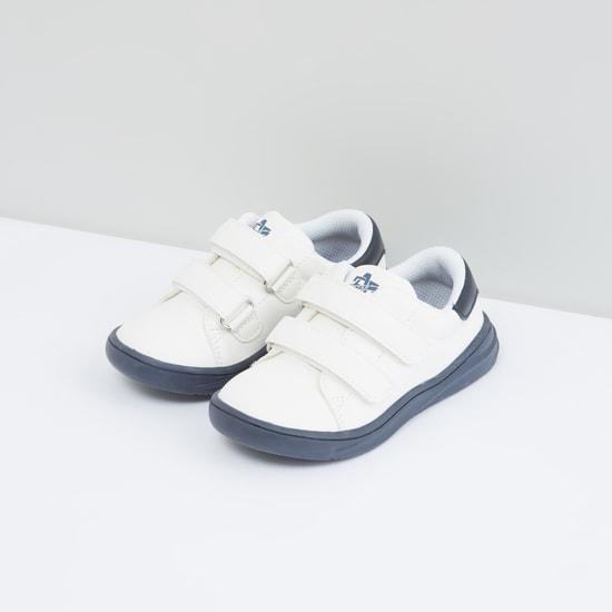 حذاء سهل الارتداء مع شريط إغلاق