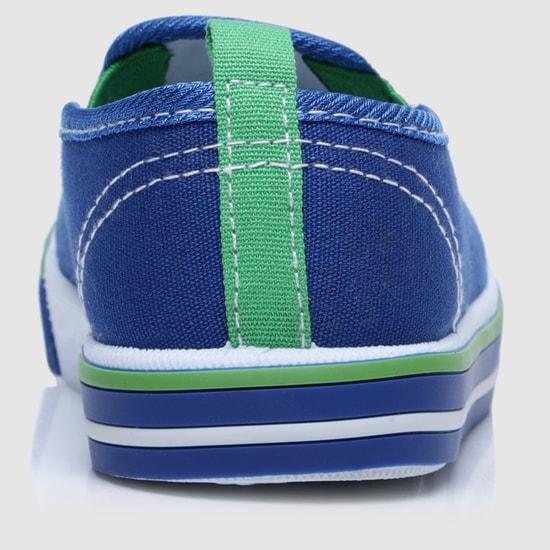 حذاء سهل الارتداء بنقوش وأطراف مطاطية مرنة