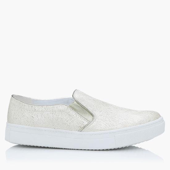 حذاء سنيكرز بارز الملمس