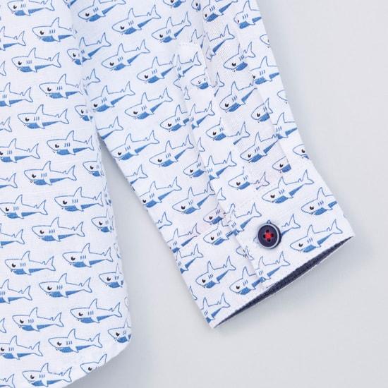 قميص بنقش وأكمام طويلة