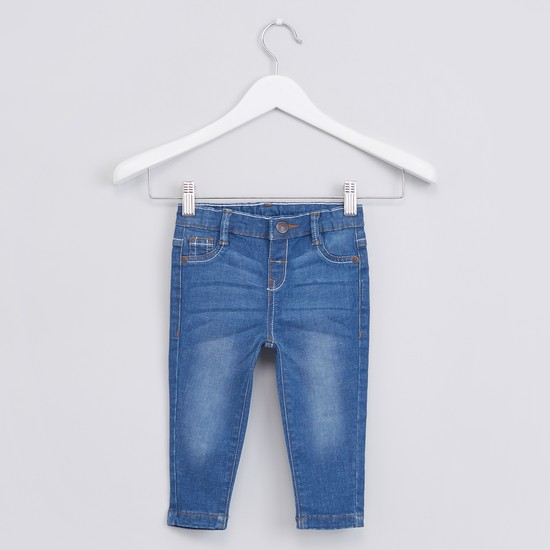 Medium Wash Style Jeans with 5 Pockets and Button Closure